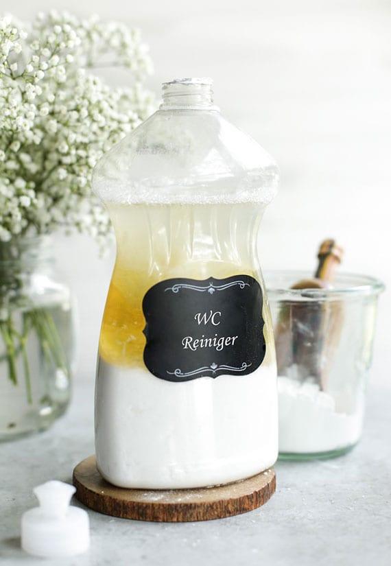 WC Reiniger für Härtefälle selber machen mit Natron, Castile Seife,destilliertem Wasser und paar Tropfen Zitronenöl