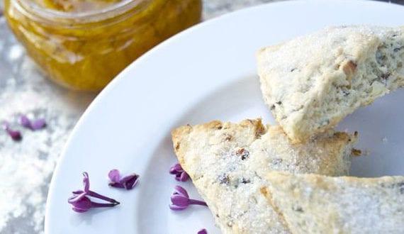 Getränke-und-Köstlichkeiten-aus-Flieder_kreative-rezept-für-Mandel-Teegebäck-mit-Fliederblüten