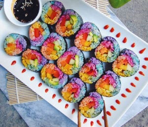 einfaches-rezept-für-sushi-in-regenbogenfarben