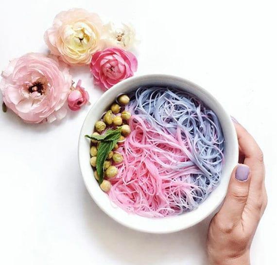 leckere nudelgerichte mit farbigen glasnudeln selber zubereiten