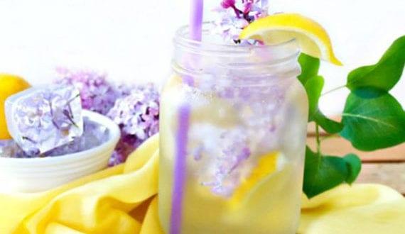 hausgemachte-fliederlimonade_erfrischende-getränke-im-frühling-zubereiten