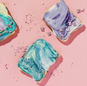 kreatives-rezept-für-unicorn-toastbrot-mit-frischkäse-als-coole-idee-für-lustiges-kinderparty-essen