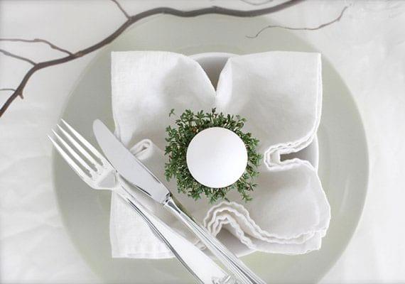 servietten zu ostern kreativ und modern falten mit osterei und kresse