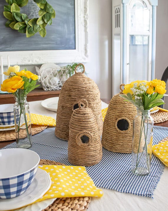 tolle bastelideen ostern_schöne tischdeko idee mit selbstgemachten Bienenkörben