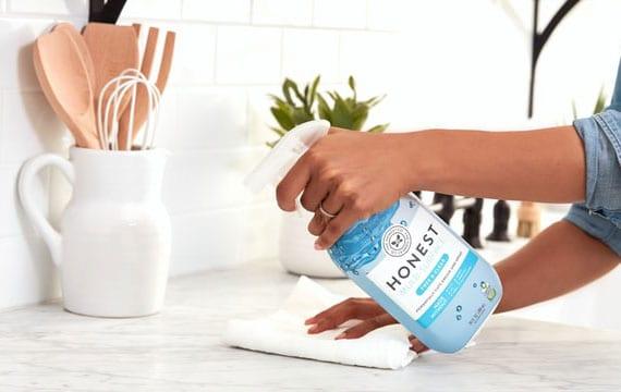hygienische Wohnungsreinigung mit üblichen Putzmitteln oder selbstgemachten reinigungsmitteln