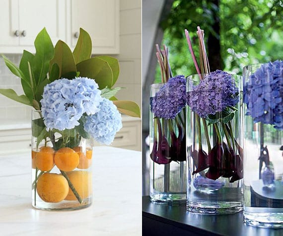 blaue hortensie als edle tischdeko mit orangen und magnolienblättern oder mit dunkellila callas in glasvase arrangieren
