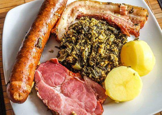 kasslerbraten backofen mit wirsingkohl, walnusskernen, Gewürznelken, senf und honig
