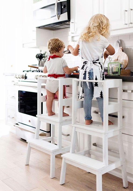 Kuchenstuhl für kinder selber bauen aus ikea tritthocker und holzlatten