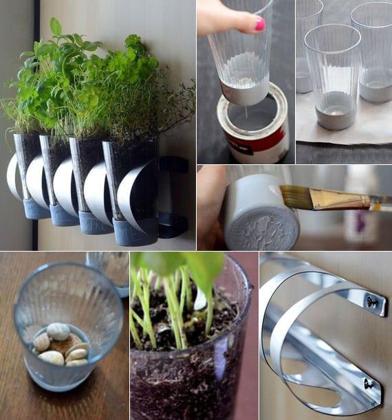 einfache und kreative bastelidee für diy kräutergarten an der küchenwand aus einem flaschenhalter und gläsern