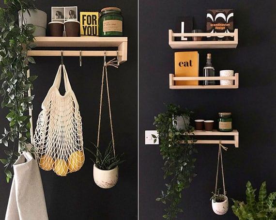 coole idee für attraktive wandgestaltung in der küche mit wandfarbe schwarz und gewürzregalen als aufhänger und holzwandregalen