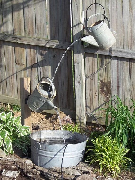 Wasserspiel im Garten selber bauen aus Zinkbehältern