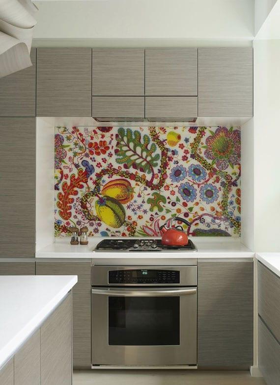 kreative idee für umgestaltung der küche mit Küchenfolie als pflegeleichter und kostengünstiger Spritzschutz