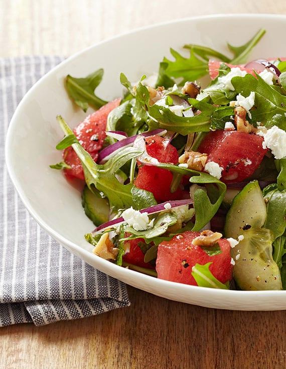 Rezeptidee für leckeren Melonensalat mit Feta und Walnüssen