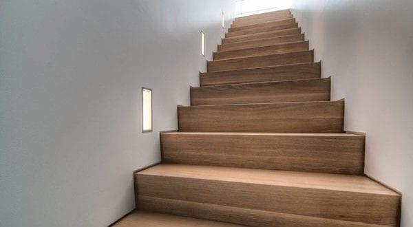 Wandeinbauleuchten als wirkungsvolle Treppenbeleuchtung