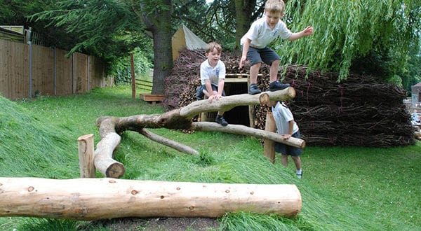 Spielgarten – Ideen für Gestaltung natürlicher Erlebnis-Spielecken für Kinder