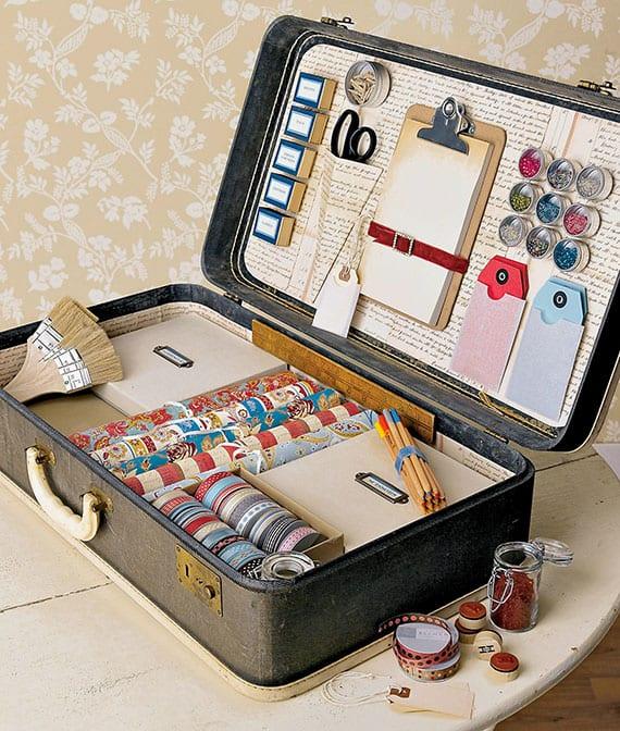 kreative upcycling-idee für alte koffer als platzsparende aufbewahrung aller möglichen Büro- und Bastelmaterialien