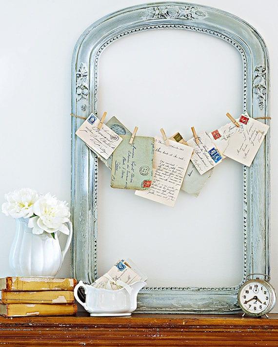 sideboard rustikal dekorieren mit alter bilderrahmen und formschönen porzellangefäßen zur aufbewahrung von briefen und kleinzeig im eingangsbereich
