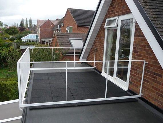 Flachdach komplett sanieren oder einzelne Stellen abdichten mit einer hochwertigen und langlebigen EPDM dachfolie