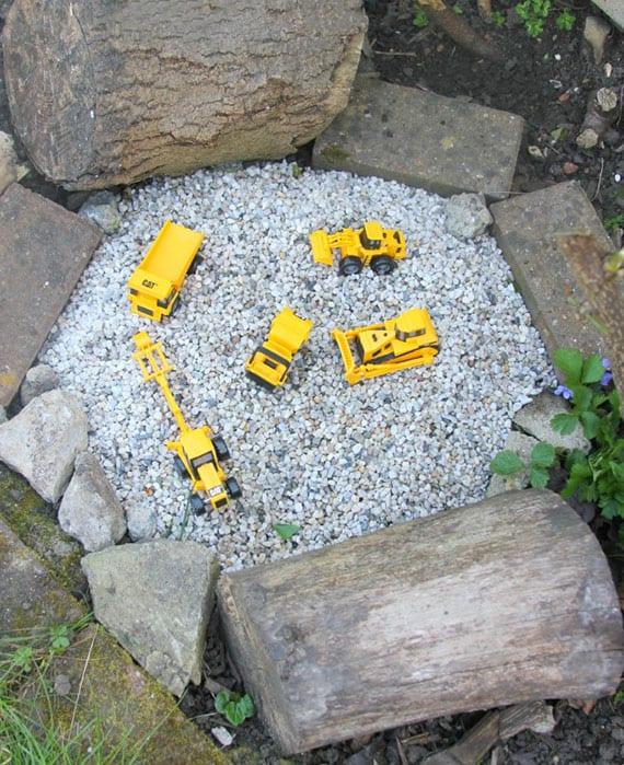 ein Spielplatz im Garten mit kiesgrube ist ein absoluter Traum für jedes kleinkind