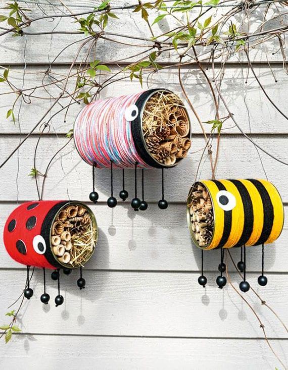 insektenhäuser als bunte gartendeko aus konservendosen und wolle basteln_kreatives dosen upcycling für den garten