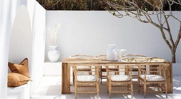 Weiße Sommeroase: Terrassengestaltung mit Urlaubsfeeling