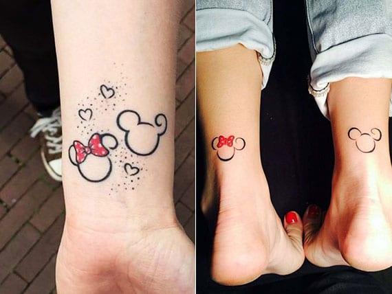 micky und minnie maus symbole als schöne disney tattoo motive an handgelenk oder achillessehne
