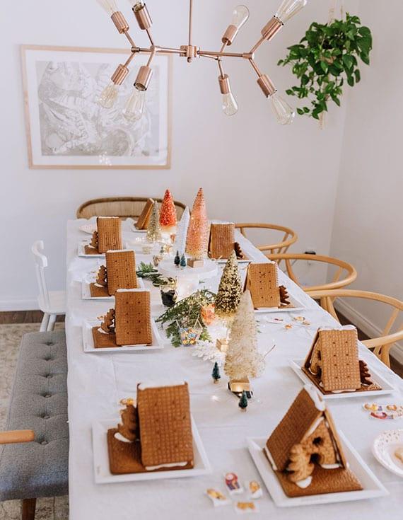 selbstgebackene lebkuchenhäuser als schöne und festliche dekoration aus der lebkuchenwelt