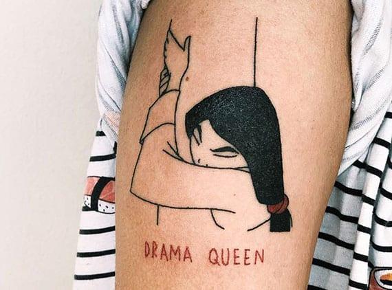 Pocahontas als einfaches und schlichtes oberarm tattoo design für disney fans