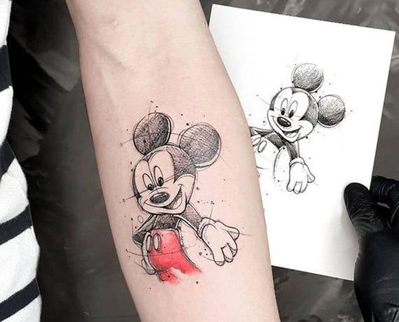 disney tatttoo Micky Maus als farbiges Sketch Work Tattoo für unterarm