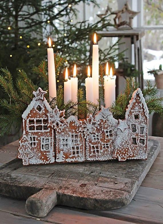 effektvolle weihnachtsdeko im rustikalem stil mit diy kerzenhalter aus nadelbaumzweigen und lebkuchenhäusern