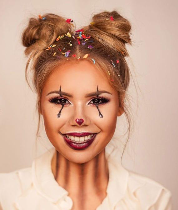 anleitung für einfaches und schnelles clown make-up und messy Space Buns zum fasching oder karneval