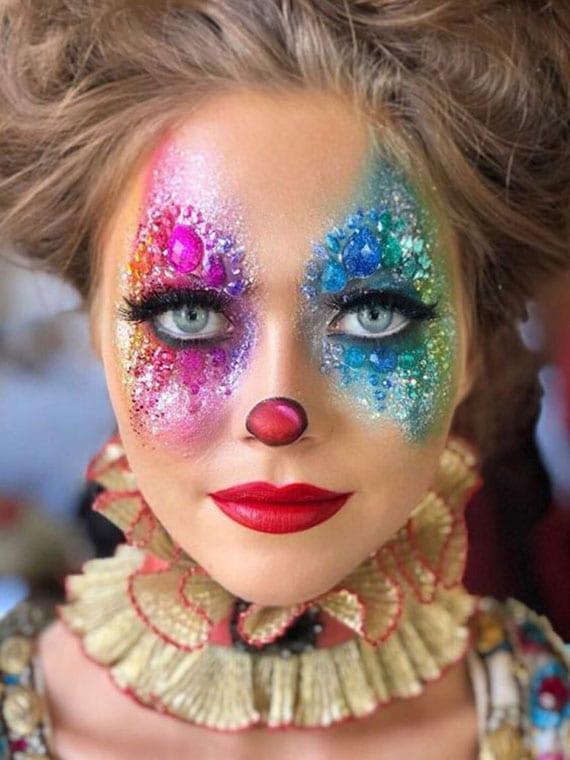 glitzer-clown-schminke für effektvollen halloween look