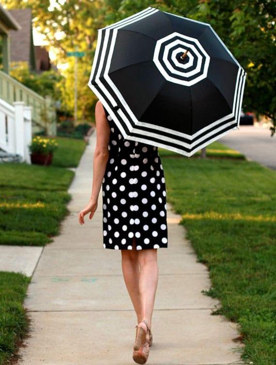 den schwarzen regenschirm kreativ und elegant gestalten mit weißen streifen