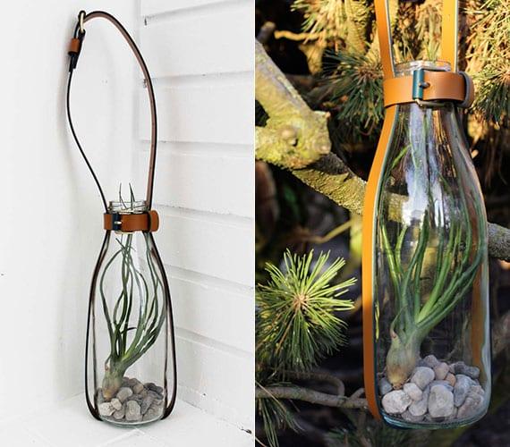 coole DIY Deko Ideen mit Gürtel für innen und außen_bastelidee für kleinen Garten in flasche als hängedeko