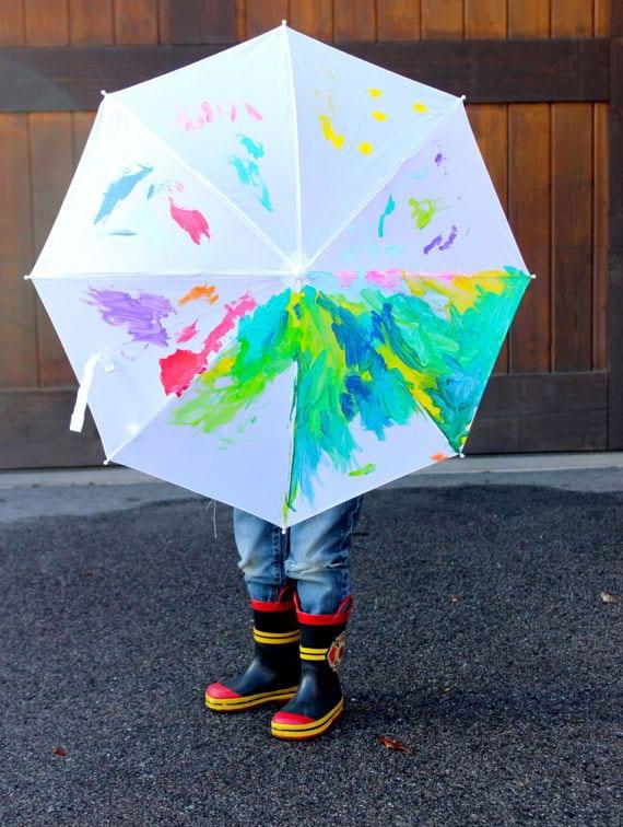 der regenschirm als buntes accessoire für Kleinen und Großen
