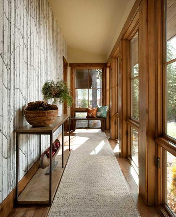 schöne flur idee mit elegante wandgestaltung durch weiße tapete mit birkenmuster