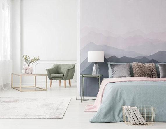 schlafzimmer in ort zur entspannung verwandeln durch originelle wandgestaltung und schlichte farngestaltung in zarten pastellfarben