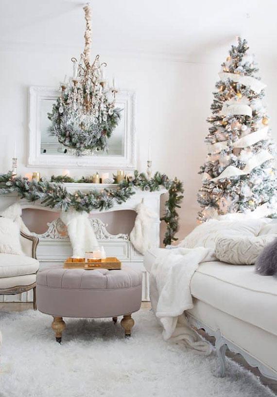 weihnachtliche wohnzimmer dekoration im Frostoptik