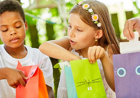 machen Sie den Kindergeburtstag noch fröhlicher mit kleinen Gastgeschenken