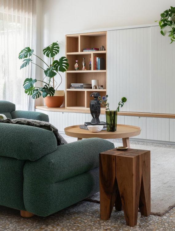 dank ihrer großen Blätter mit den Einbuchtungen macht sich die Monstera besonders gut als Trendpflanze fürs Wohnzimmer