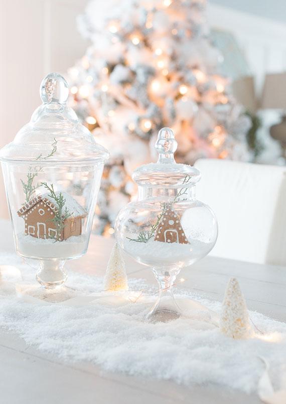 ohne schnee zu weihnachten eine zauberhafte winterlandschaft zuhause zaubern_winterliche tischdeko mit dekoschnee und lebkuchenhäuschen im glas