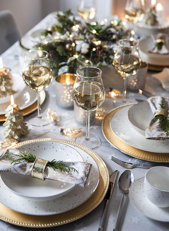 den festlichen tisch zu weihnachten raffiniert dekorieren und ein köstliches weihnachtsessen servieren