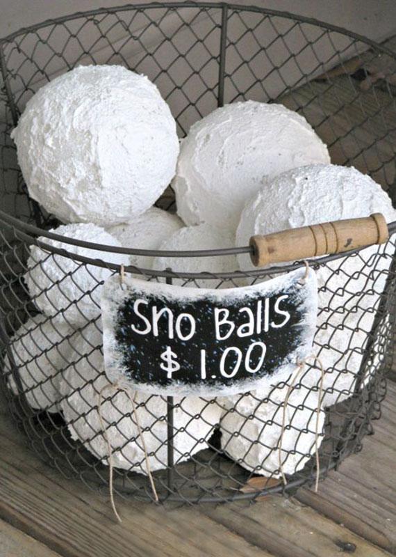 bastelidee für diy schneebälle mit schnee-texturfarbe