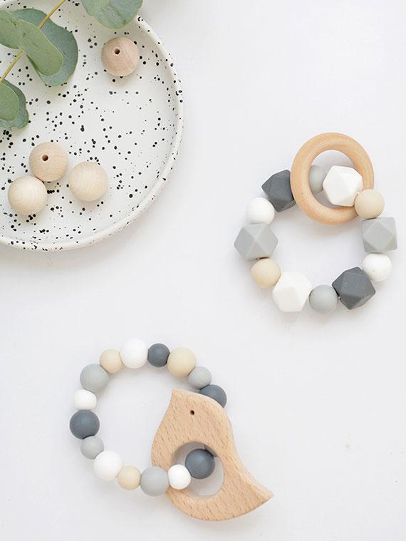 DIY Beißringe aus Holz und Silikonperlen als coole geschenkidee für babypartys