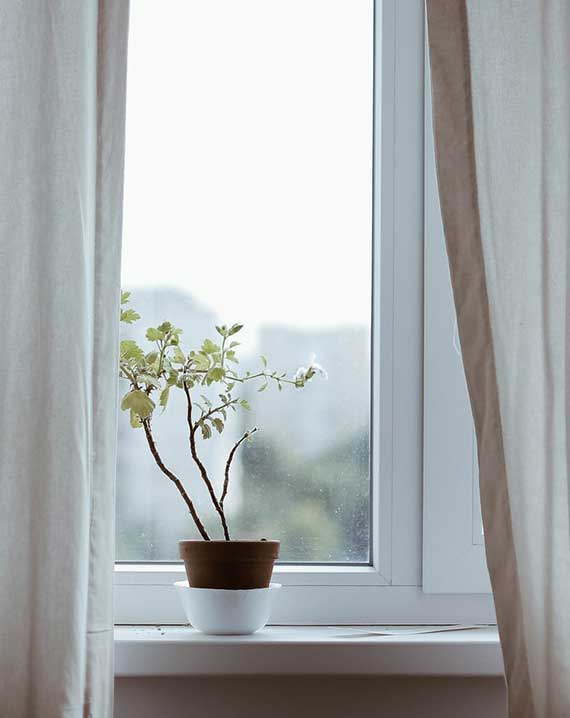 Austausch undichter Fenster ist eine der technischen Masnahmen zur energetischen Sanierung