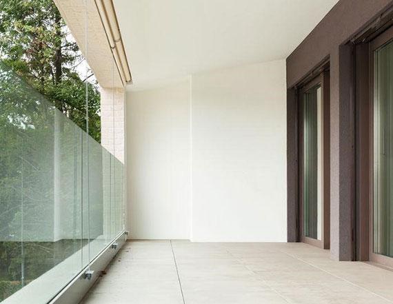 steinplatten aus Granit, Basalt oder Sandstein sind besonders beliebt für eine moderne und langlebige bodengestaltung im außenbereich