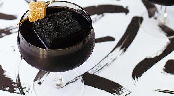 Gesund Abnehmen mit Aktivkohle-Detox-Getränken