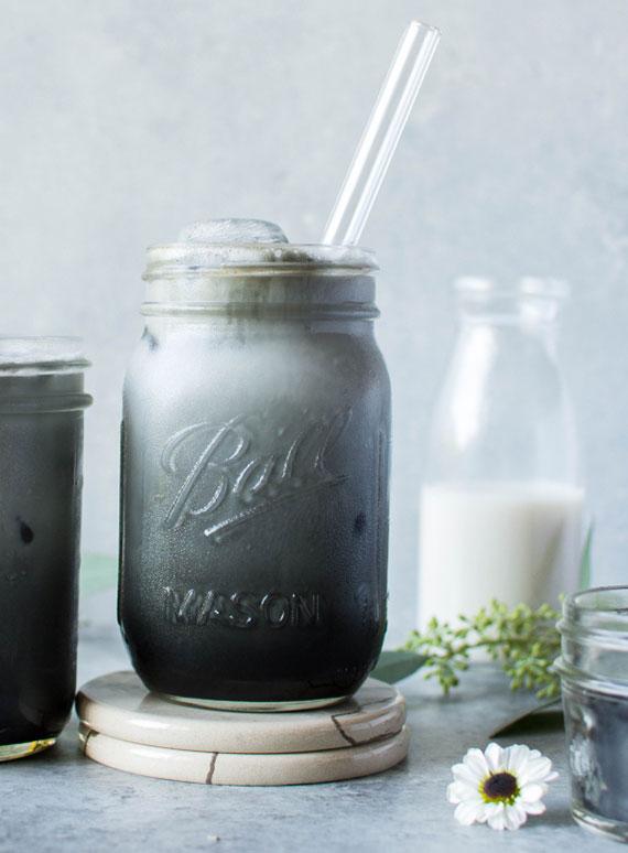 rezept für Black Iced Latte mit aktivkohle_gesund abnehmen mit detox getränken