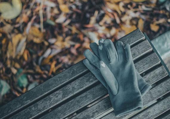 Winter Arbeitshandschuhen als guter Schutz für die Hände bei Gartenarbeit in den kalten Tagen