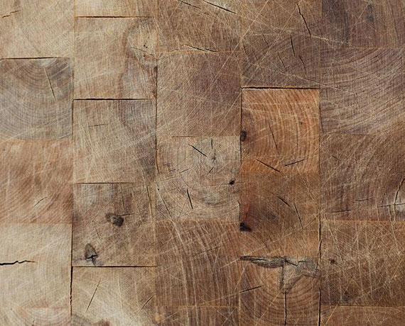 jeder Fußboden aus Naturholz steigert den Wert von Räumen